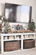 60 apartment decorating christmas ideas (22)