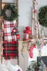 60 apartment decorating christmas ideas (48)