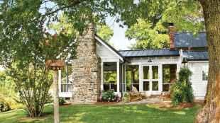 90 Modern American Farmhouse Exterior Landscaping Design (12)