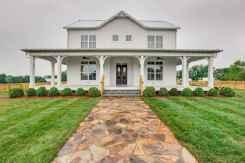 90 Modern American Farmhouse Exterior Landscaping Design (18)