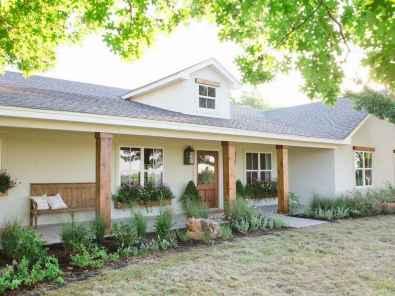 90 Modern American Farmhouse Exterior Landscaping Design 2