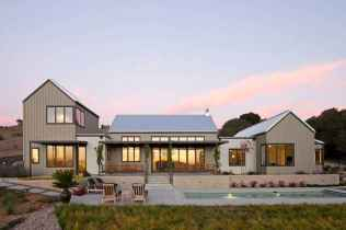 90 Modern American Farmhouse Exterior Landscaping Design (24)
