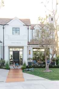 90 Modern American Farmhouse Exterior Landscaping Design (26)