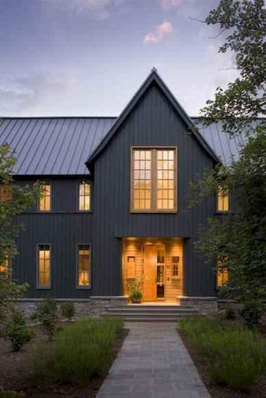 90 Modern American Farmhouse Exterior Landscaping Design (28)