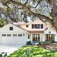 90 Modern American Farmhouse Exterior Landscaping Design (4)