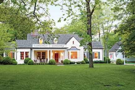 90 Modern American Farmhouse Exterior Landscaping Design (44)