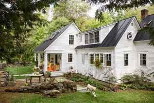 90 Modern American Farmhouse Exterior Landscaping Design (46)