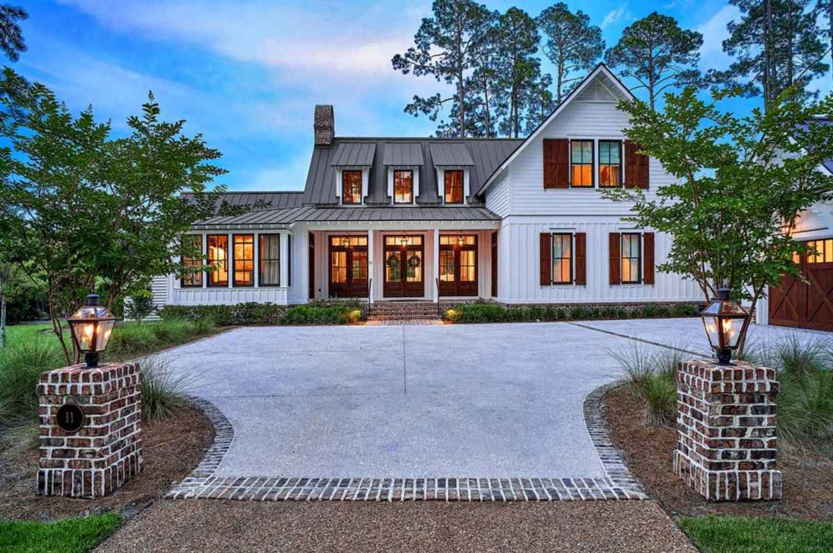 90 modern american farmhouse exterior landscaping design for American farmhouse style