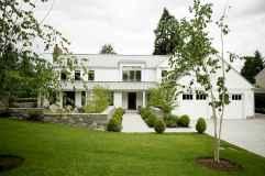 90 Modern American Farmhouse Exterior Landscaping Design (70)