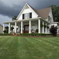 90 Modern American Farmhouse Exterior Landscaping Design (85)