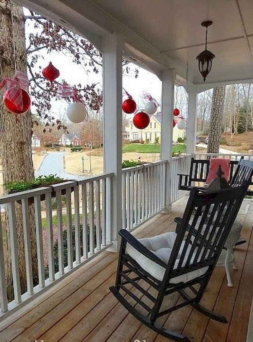25 Incredibly Christmas Decorations Porch For First Apartment Ideas (23)