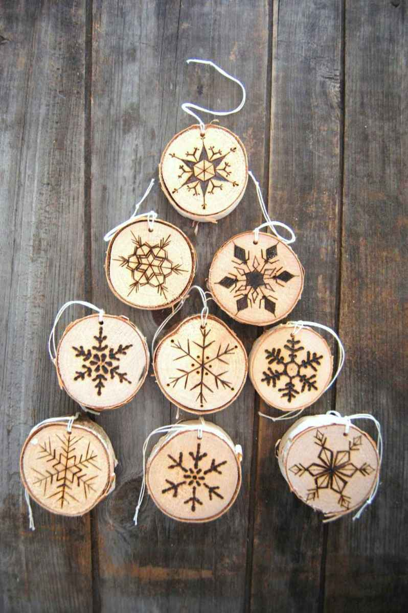30 Simple Ornaments Christmas Tree Decorations On A Budget (11)