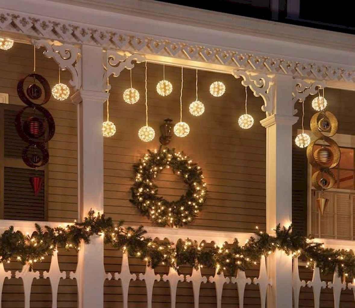 35 Beautiful Christmas Decorations Outdoor Lights Ideas (11)