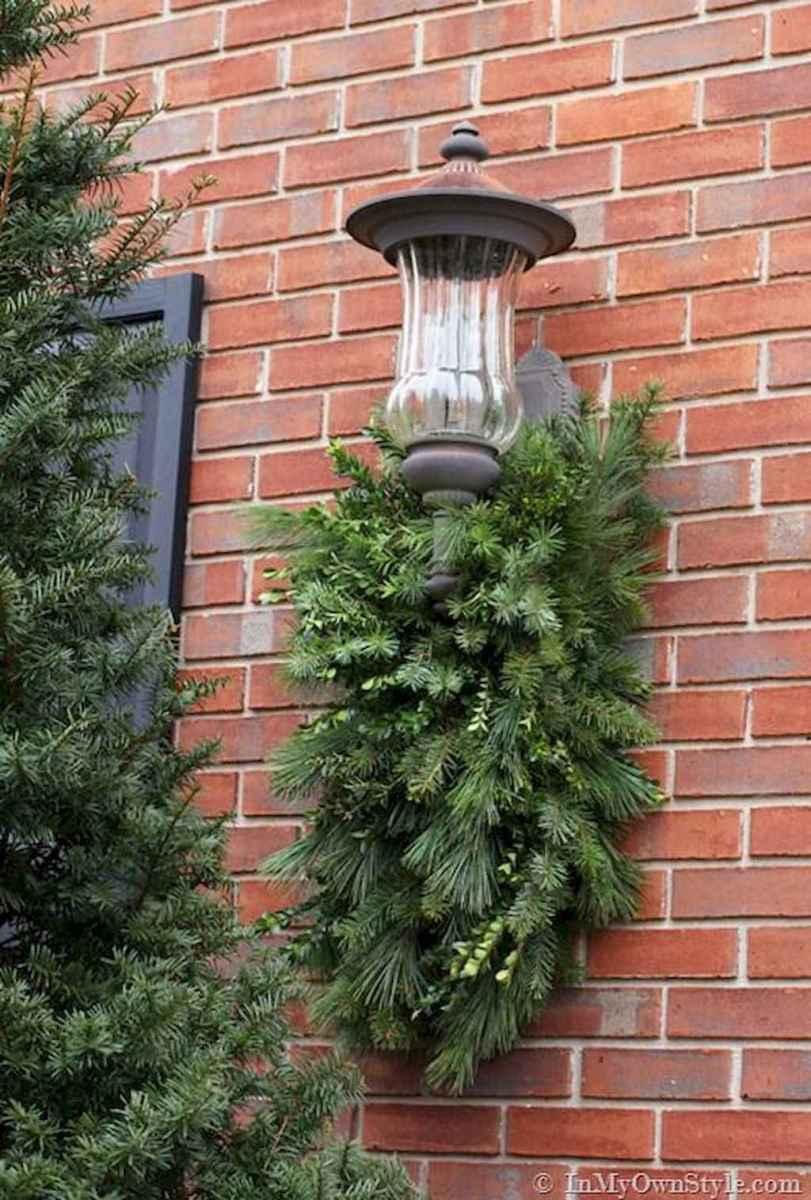 35 Beautiful Christmas Decorations Outdoor Lights Ideas (14)
