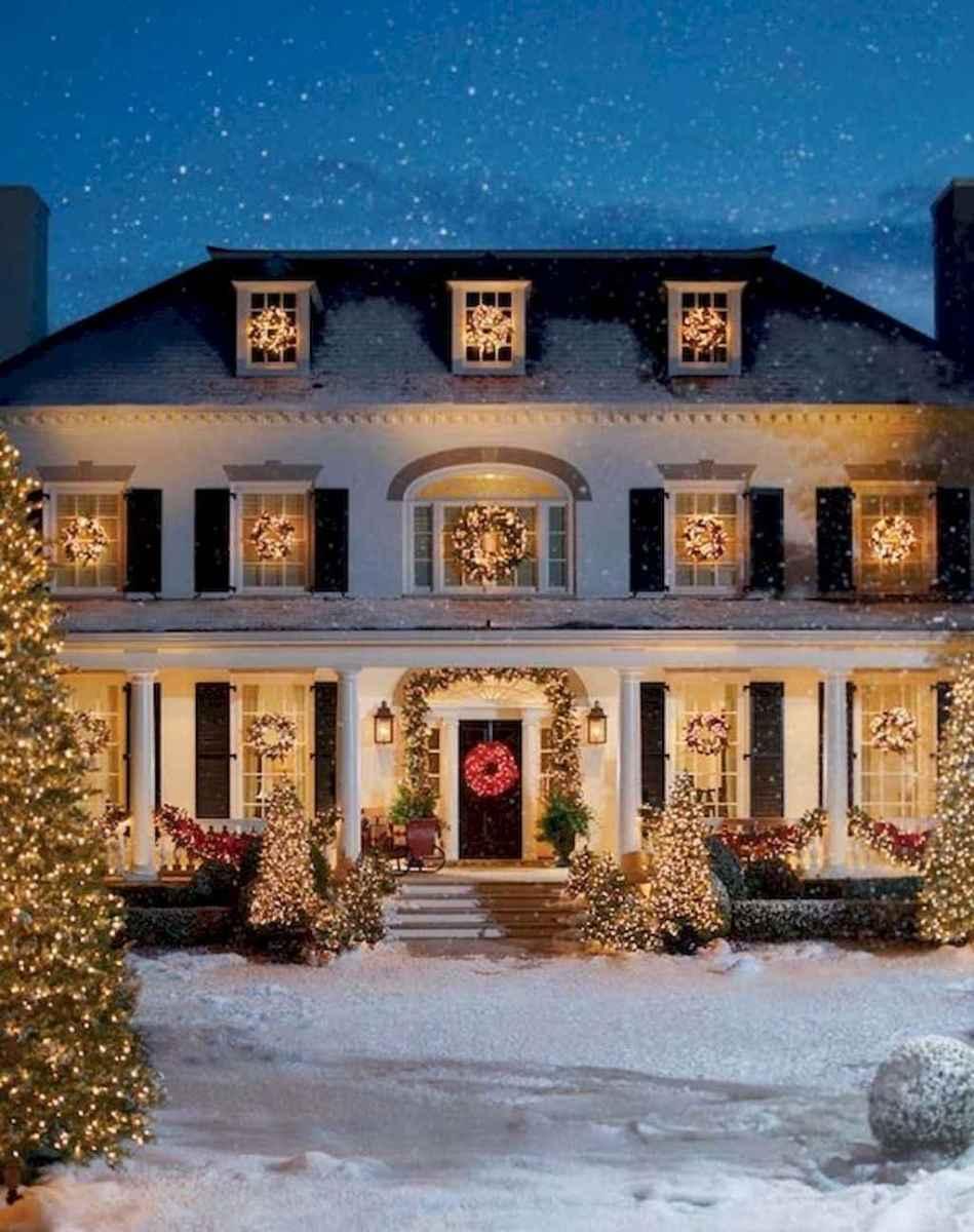 35 Beautiful Christmas Decorations Outdoor Lights Ideas (19)
