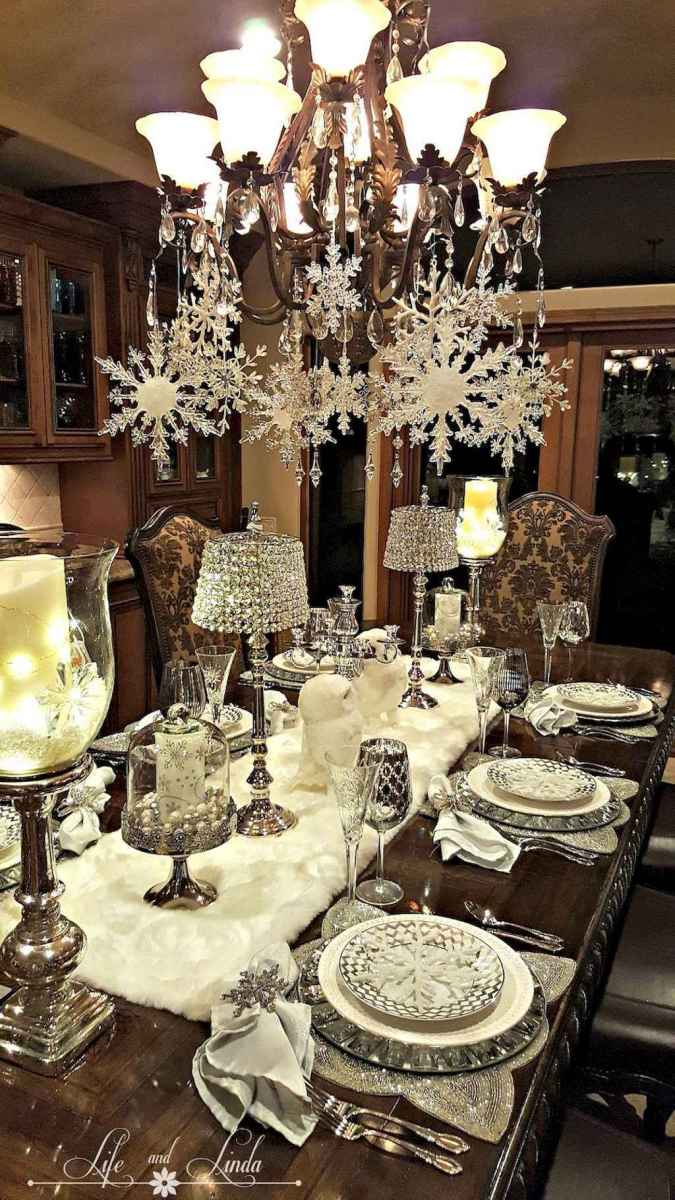 40 Awesome Christmas Dinner Table Decorations Ideas (15)