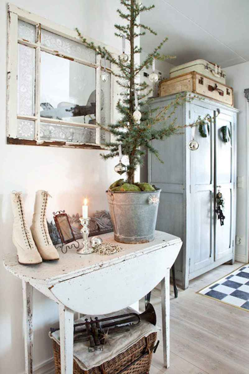 40 First Apartment Ideas Christmas Decorations Shabby Chic (14)