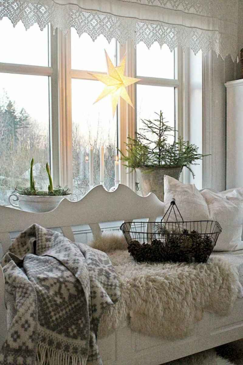 40 First Apartment Ideas Christmas Decorations Shabby Chic (17)