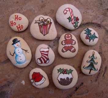 50 DIY Christmas Rock Painting Ideas (37)