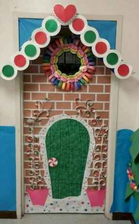 50 Simple DIY Christmas Door Decorations For Home And School (25)