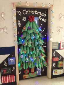 50 Simple DIY Christmas Door Decorations For Home And School (33)