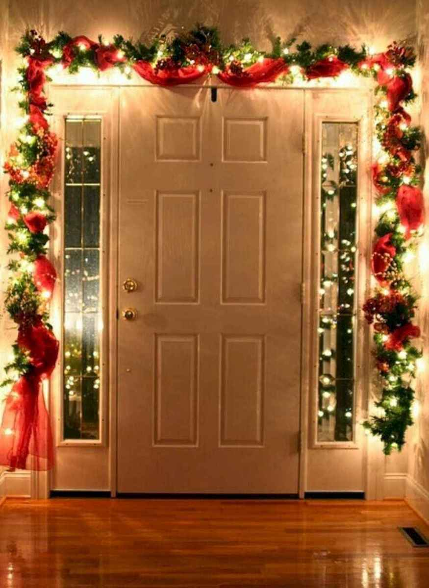 70 Awesome Farmhouse Style Exterior Christmas Lights Decorations (12)