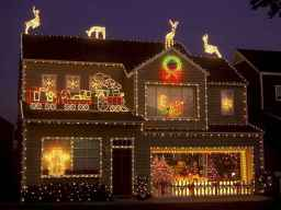 70 Awesome Farmhouse Style Exterior Christmas Lights Decorations (15)