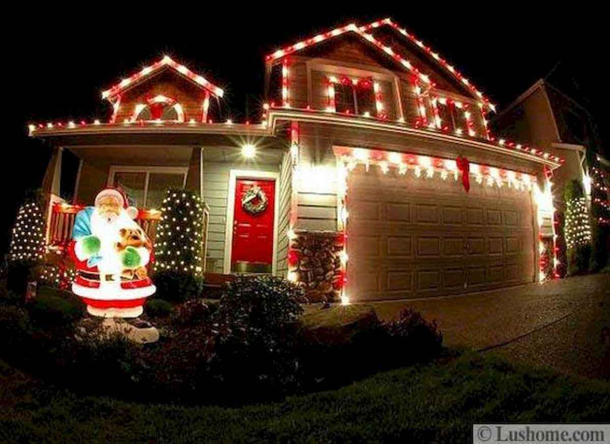 70 Awesome Farmhouse Style Exterior Christmas Lights Decorations (19)