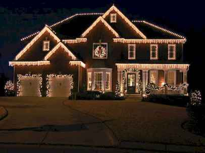 70 Awesome Farmhouse Style Exterior Christmas Lights Decorations (39)