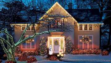 70 Awesome Farmhouse Style Exterior Christmas Lights Decorations (48)