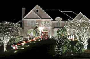 70 Awesome Farmhouse Style Exterior Christmas Lights Decorations (51)