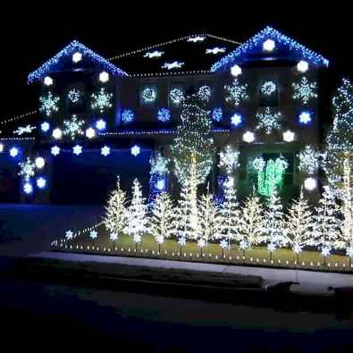 70 Awesome Farmhouse Style Exterior Christmas Lights Decorations (58)
