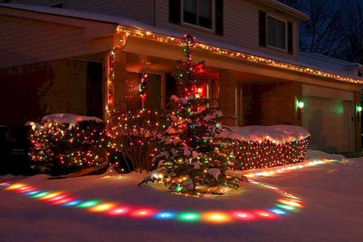 70 Awesome Farmhouse Style Exterior Christmas Lights Decorations (59)