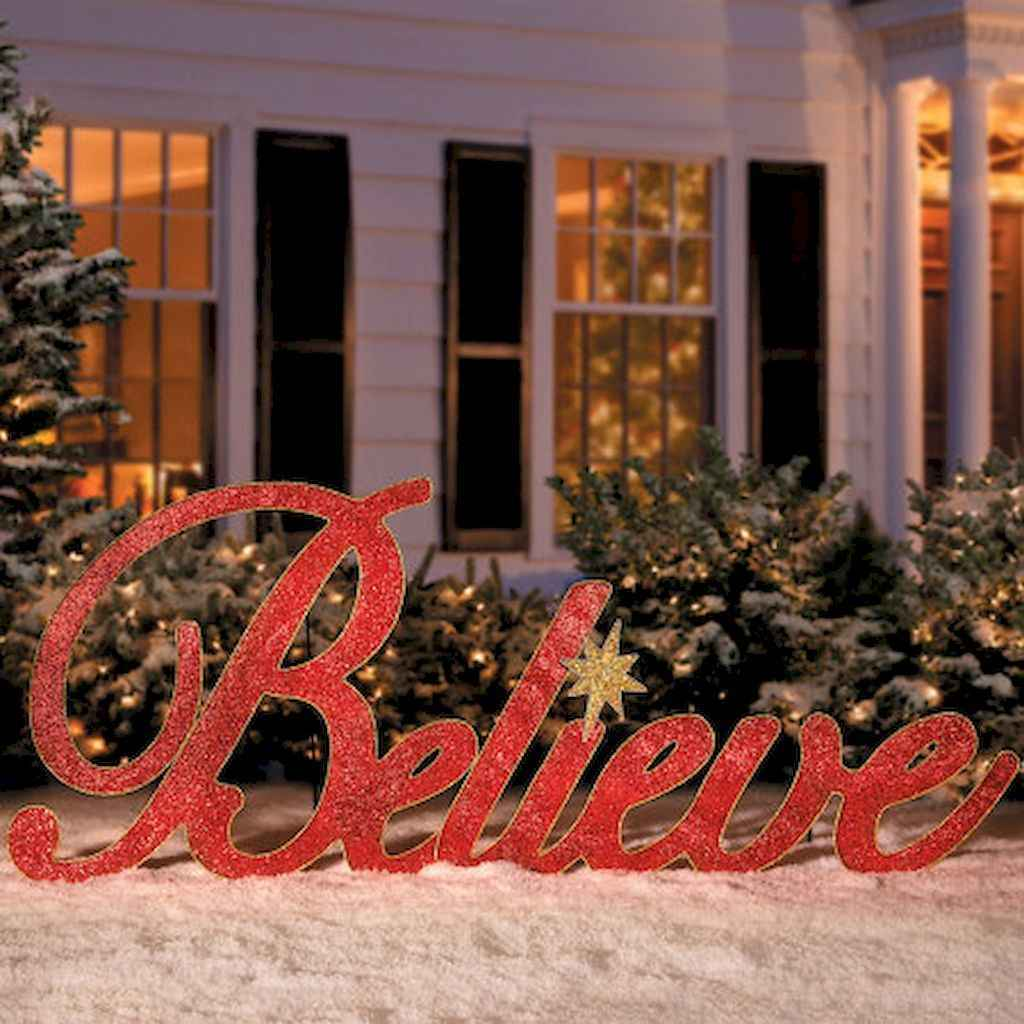 70 Awesome Farmhouse Style Exterior Christmas Lights Decorations (60)