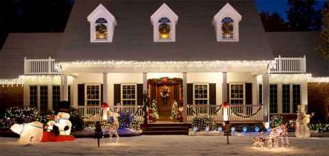 70 Awesome Farmhouse Style Exterior Christmas Lights Decorations (71)