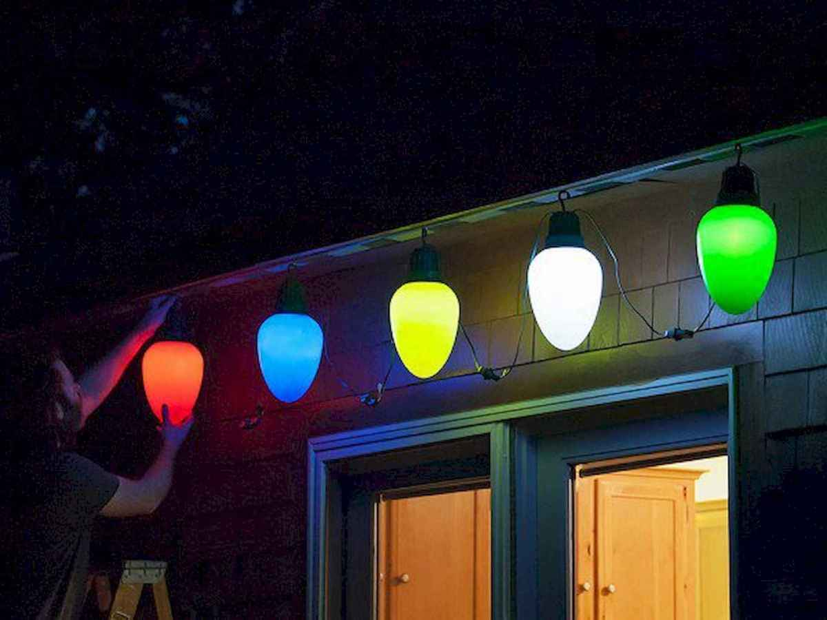 70 Awesome Farmhouse Style Exterior Christmas Lights Decorations (8)