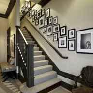 40 DIY Family Photos Display Ideas For Apartment Decor (19)
