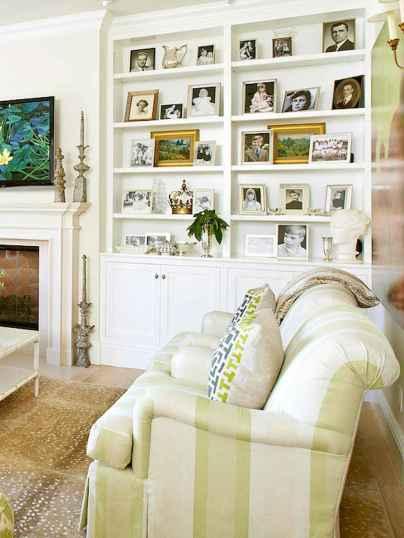 40 DIY Family Photos Display Ideas For Apartment Decor (31)