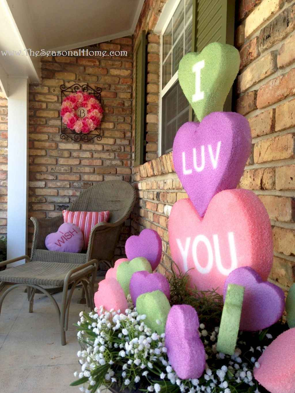 44 Romantic Valentines Party Decor Ideas (27)