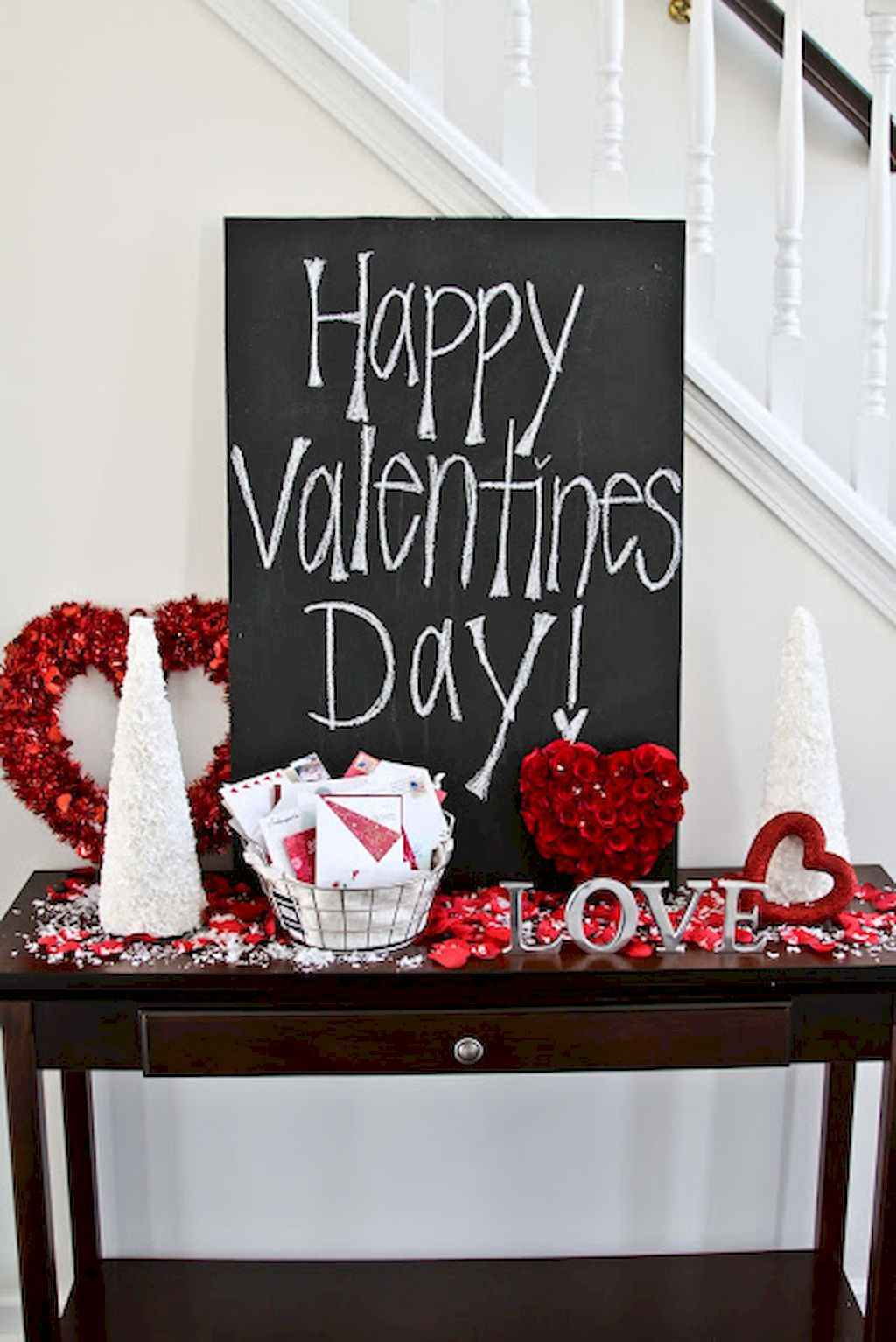 44 Romantic Valentines Party Decor Ideas (35)
