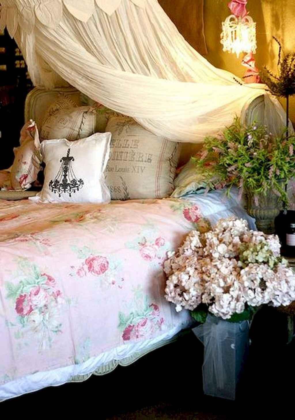 50 Romantic Valentine Bedroom Decor Ideas (12)