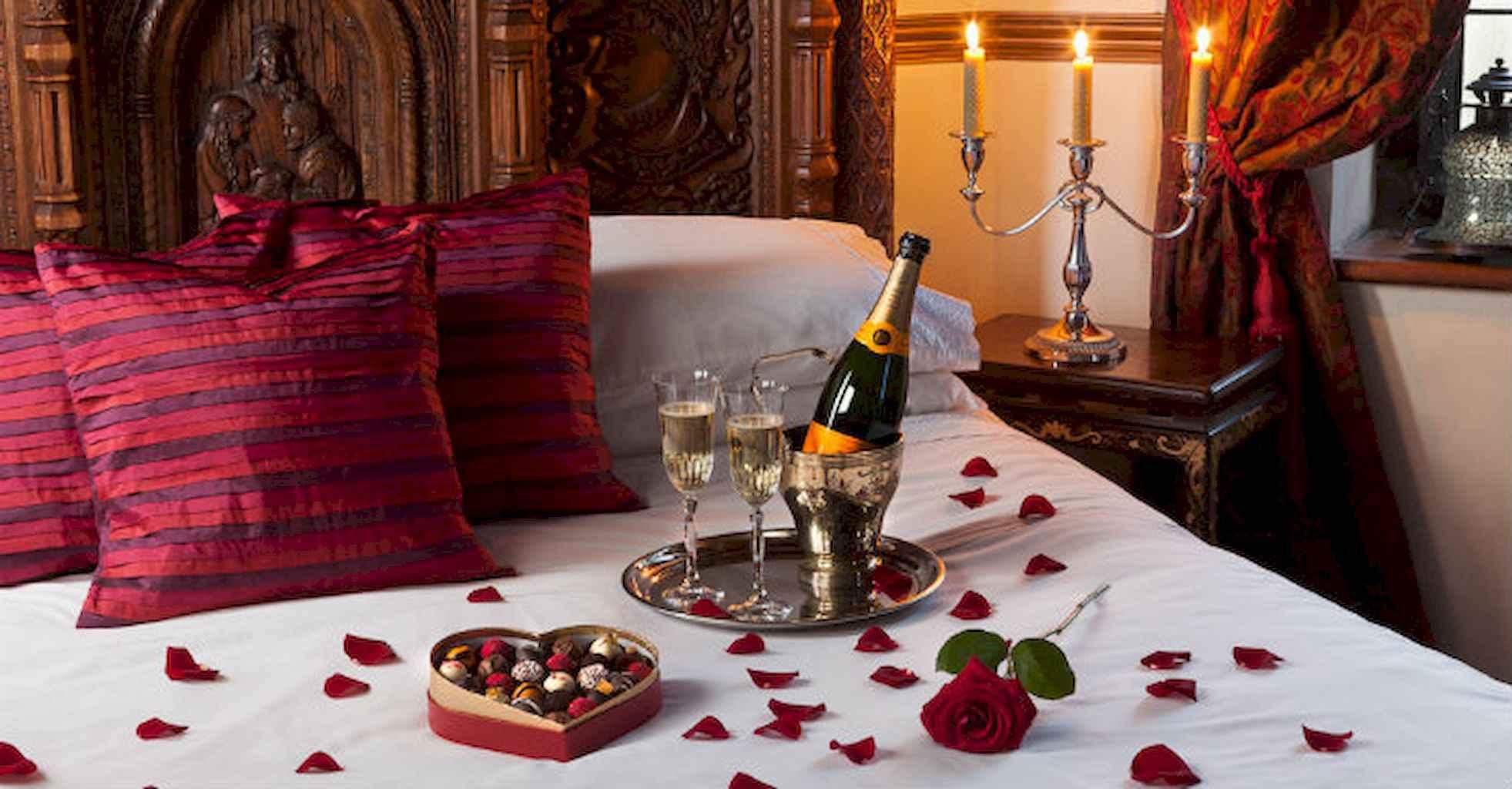 50 Romantic Valentine Bedroom Decor Ideas (43)