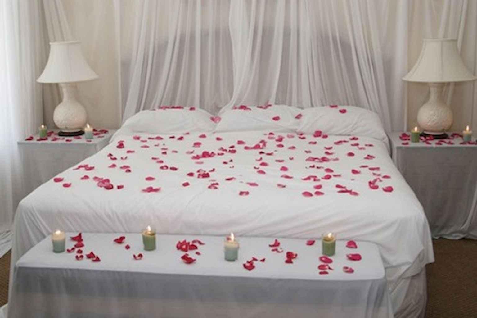 50 Romantic Valentine Bedroom Decor Ideas (48)