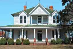 80 Amazing Plantation Homes Farmhouse Design Ideas (2)