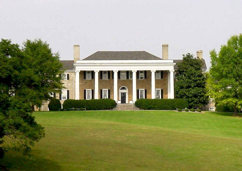 80 Amazing Plantation Homes Farmhouse Design Ideas (32)