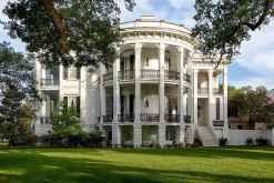80 Amazing Plantation Homes Farmhouse Design Ideas (52)