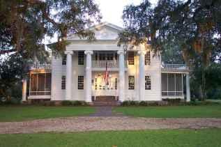 80 Amazing Plantation Homes Farmhouse Design Ideas (62)