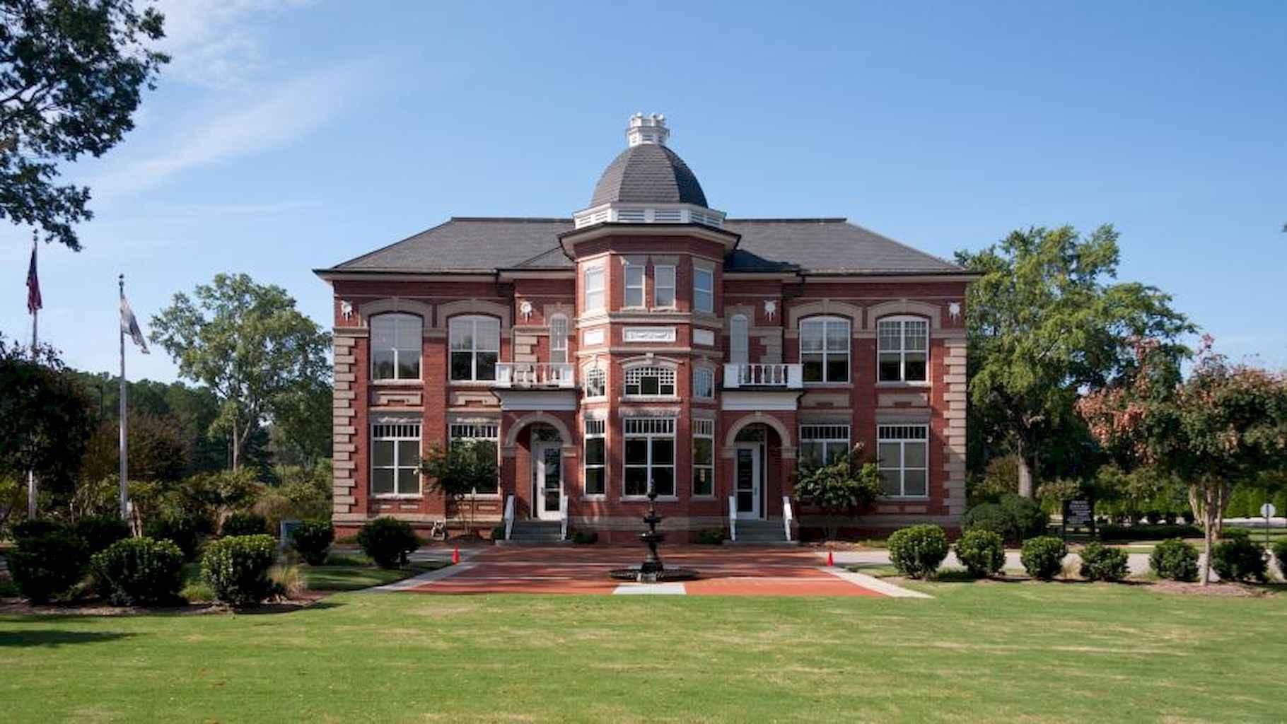 80 Amazing Plantation Homes Farmhouse Design Ideas (77)