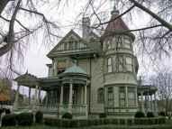 80 Stunning Victorian Farmhouse Plans Design Ideas (43)