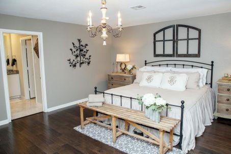 Best 25 Farmhouse Master Bedroom Decor Ideas (1)